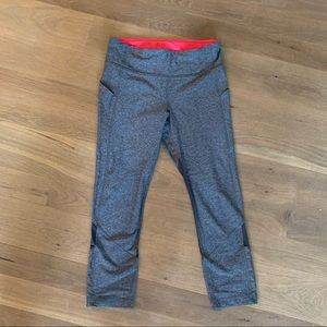 Lululemon cropped leggings in grey, size 6